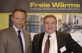 Christian Lindner, Bundesvorsitzender der Freien Demokraten (FDP), im Foto mit Jürgen Bähr (Allianz Freie Wärme).